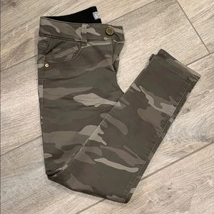 Wit and Wisdom camouflage skinny jeans